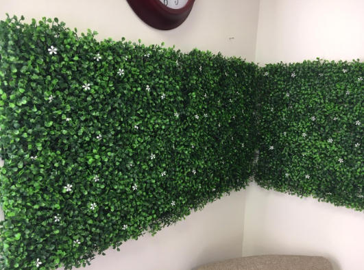 Ariel's Review about Uland Faux Boxwood Wall